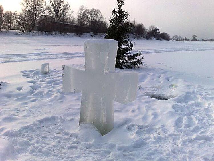 Крест на Волге - на праздник Крещенья