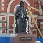 Скульптура «Дева Мария с младенцем Христом»